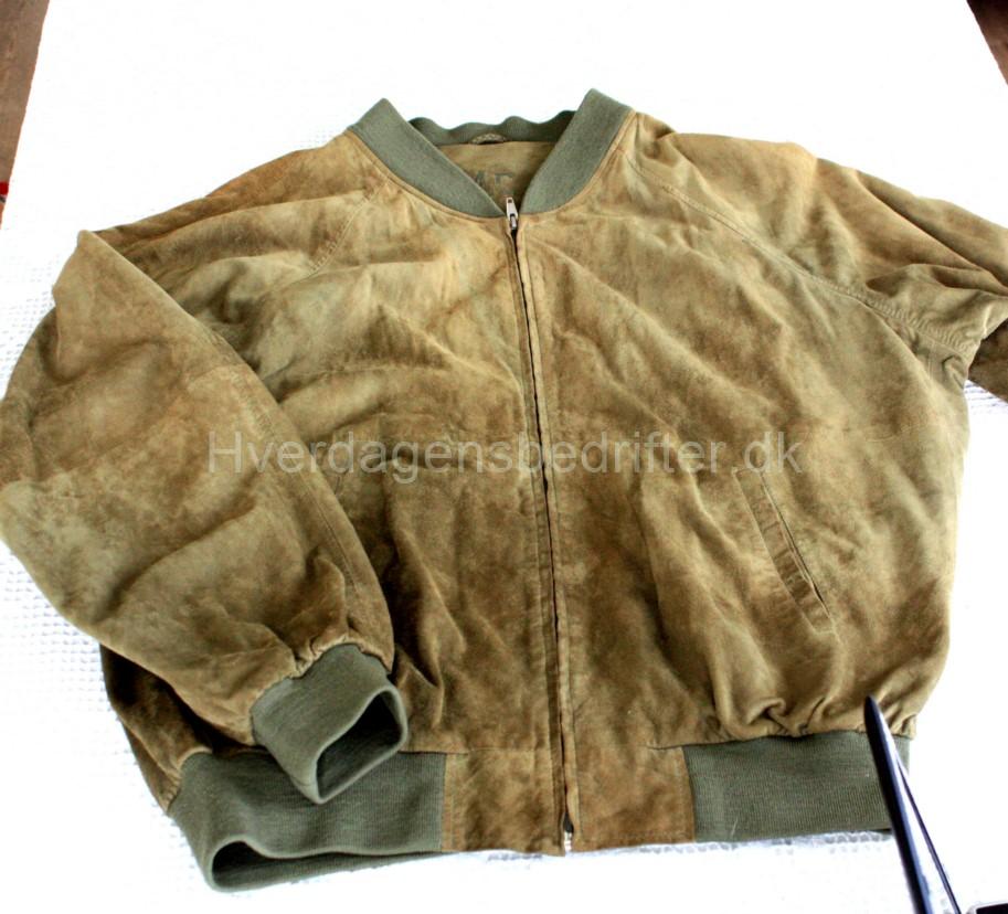 Her ses jakken som tasken er lavet af