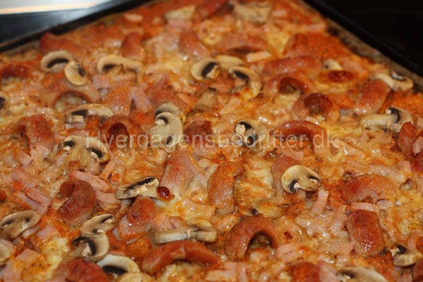 LCHF pizza på blomkålsbund