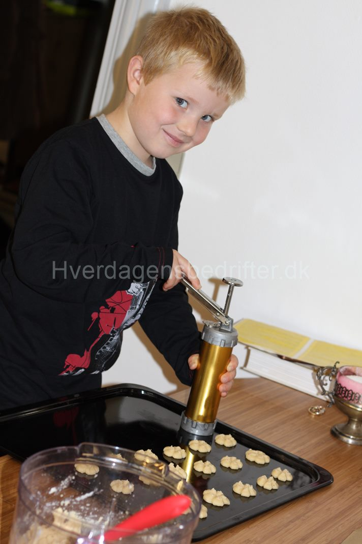 Lucas laver småkager